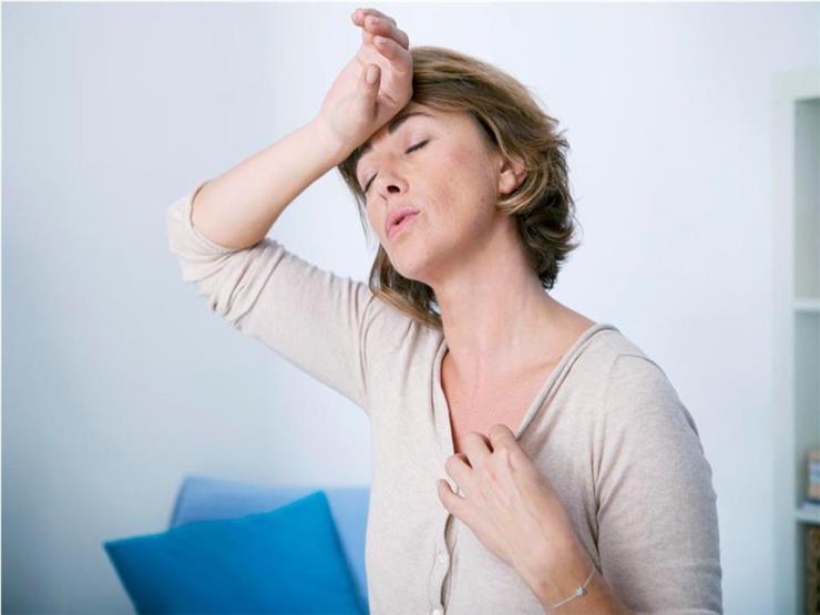 بخلاف التقلبات المزاجية.. 6 علامات تدل على قرب انقطاع الدورة الشهرية