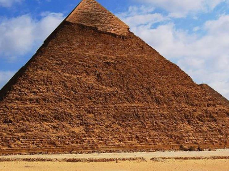 عالم مصريات: الزعم ببناء كائنات فضائية للأهرامات دعاية مجانية لمصر