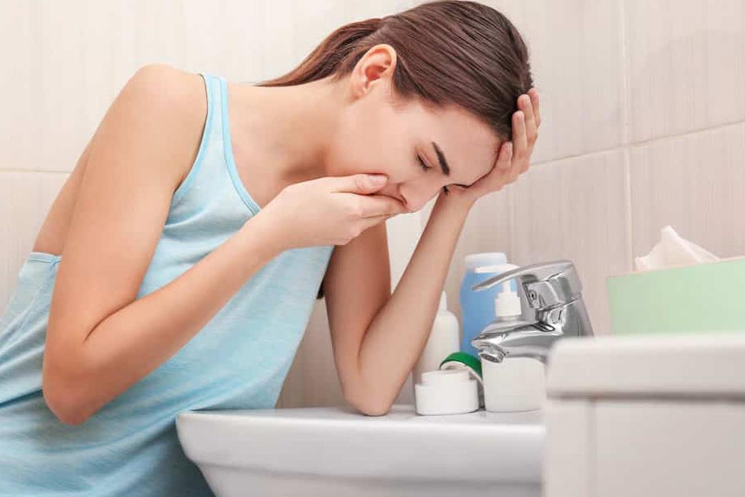 47e699a8a4081 غثيان ما قبل الدورة الشهرية شائع.. متي يشير لمشكلة صحية؟