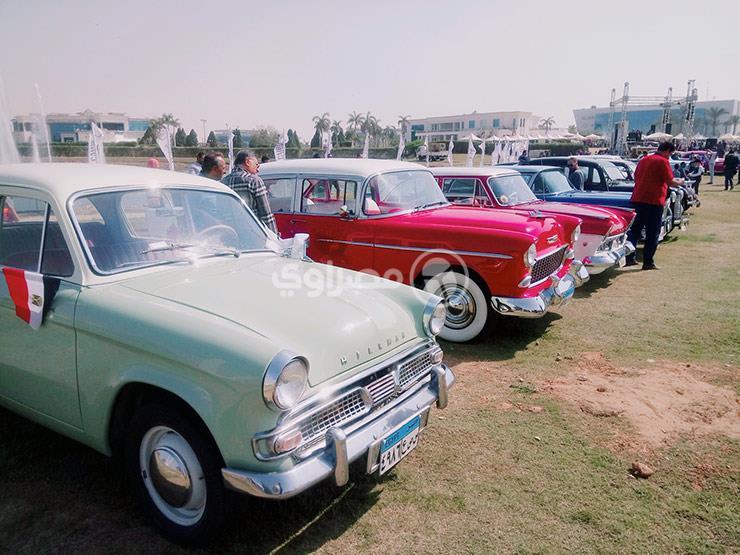 """بالفيديو.. أبرز 5 """"سيارات كلاسيكية"""" شاركت في التجمع السنوي بمصر"""