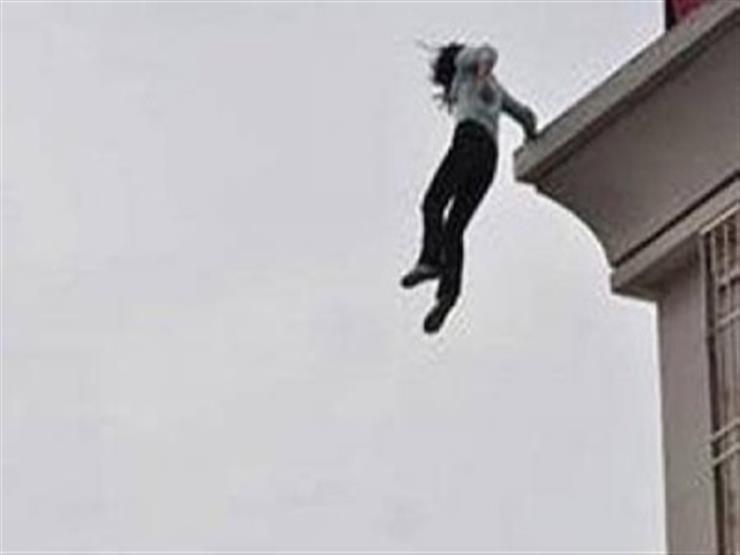 طفلة تقفز من الطابق الـ14.. وكاميرا ترصد النهاية المفاجئة