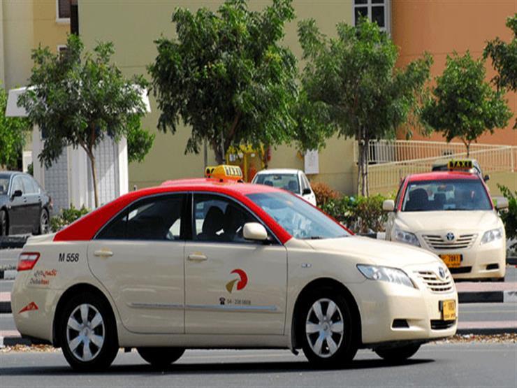 """هكذا فاجئت """"دبي"""" سائق تاكسي بمناسبة يوم السعادة"""