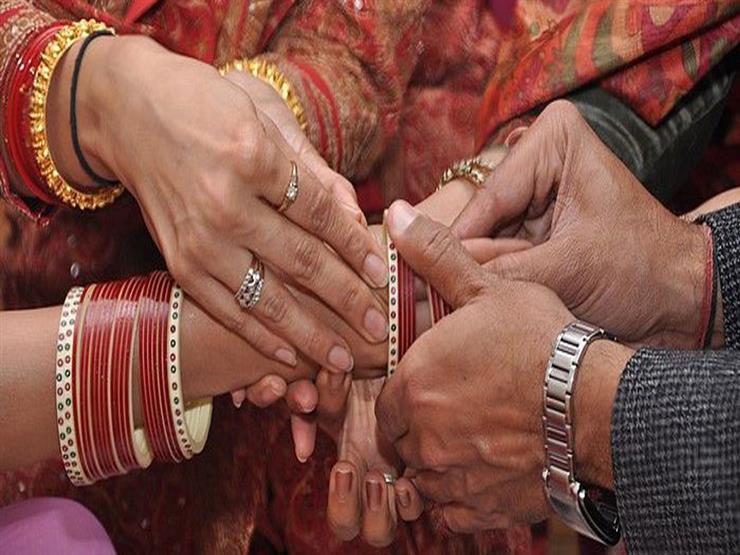 بعد 6 أيام من زواجهما .. رجل يساعد زوجته على الزواج من عشيقها