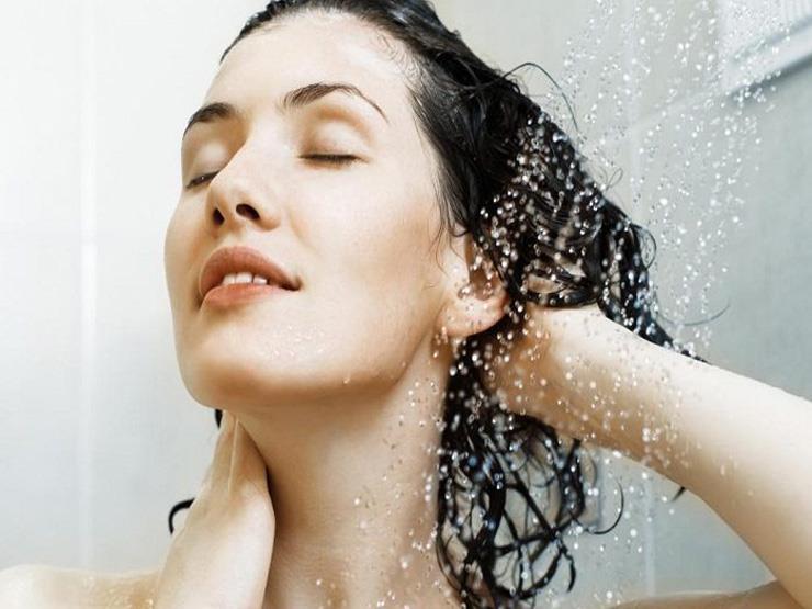 ما حقيقة ضرر الشعر عند غسله بالماء فقط؟