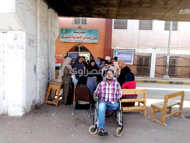 """فقد قدميه وإحدى يديه.. """"محمود"""": """"الحمد لله لسه عندي إيد أصوت بيها"""""""