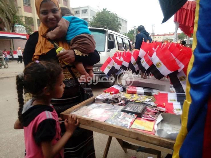 """رحلة """"بسمة"""" مع بيع الأعلام من """"مبارك"""" لـ""""السيسي"""""""