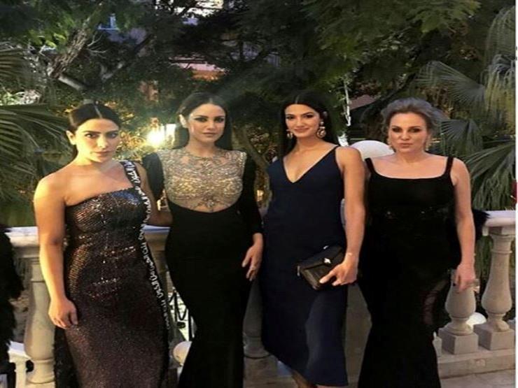 e9bd821c84f94 بالصور- أزياء فنانات العرب في حفل مجلة فوج.. والأسود يكتسح...مصراوى