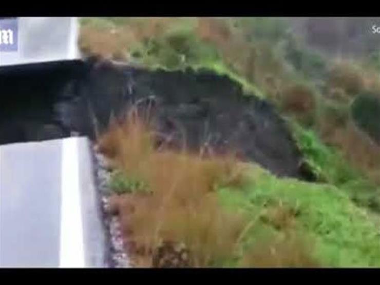 بالفيديو.. سائق يوثق لحظة انشقاق الأرض في إسبانيا