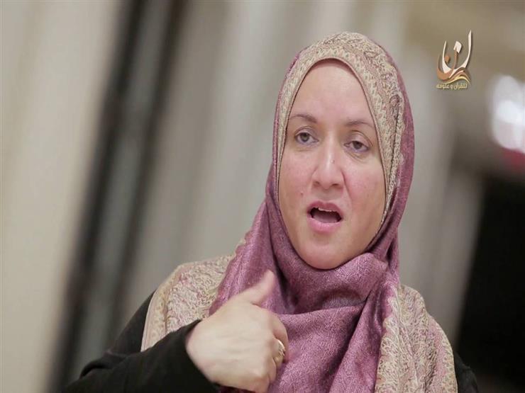 صماء تحاول تقرأ القرآن - مقطع مؤثر جدا