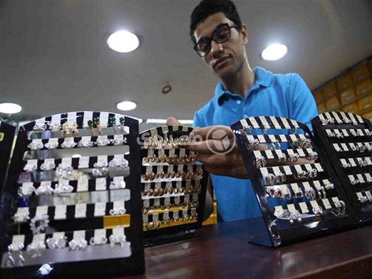 الذهب يتراجع 3 جنيهات في مصر خلال تعاملات الخميس