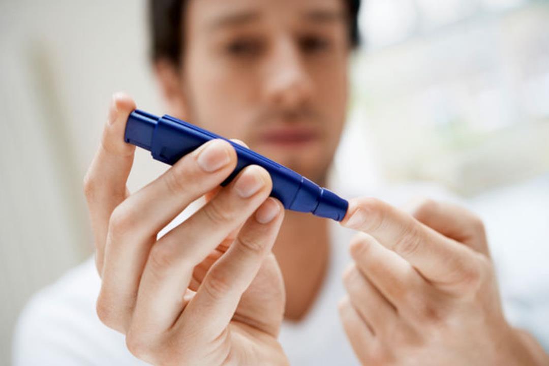 معتقدات خاطئة عن مريض السكري.. بينها «ممنوع من الحلويات»