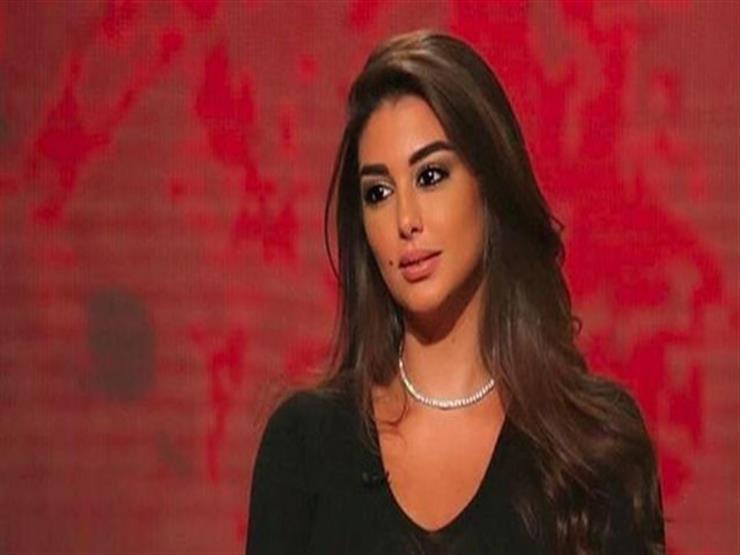 """ياسمين صبري بفستان أسود """"مكشوف"""" في أحدث جلسة تصوير"""