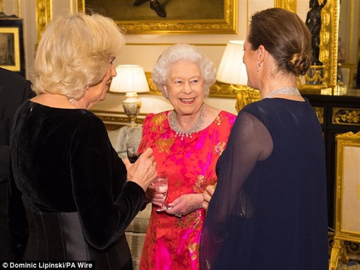 3 معلومات حول الزعيم الشيعي الذي احتفلت به ملكة انجلترا