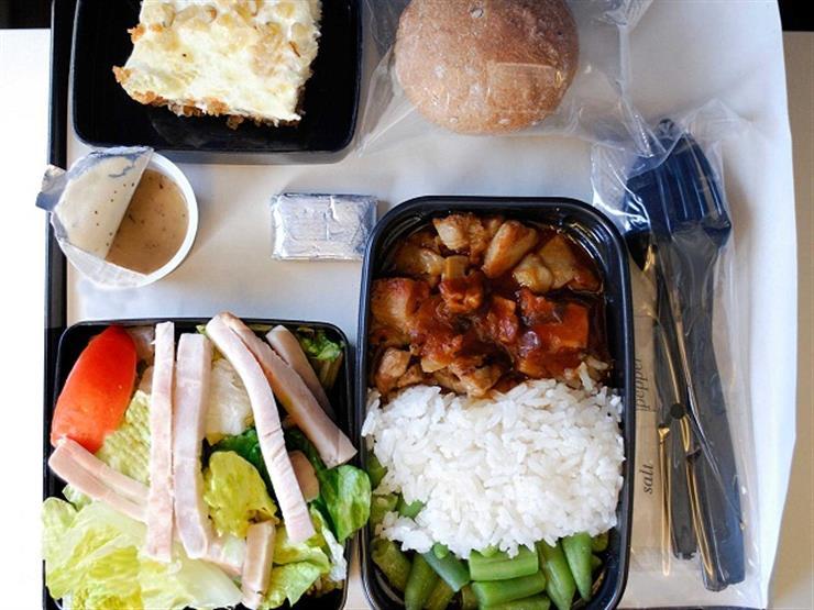 هكذا يتم التخلص من بقايا طعام ومشروبات الطائرات