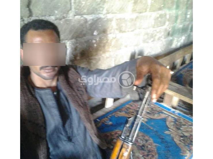 """الصور الأولى لـ""""خليفة خط الصعيد"""" الهارب من قرية """"الدم والنار"""""""
