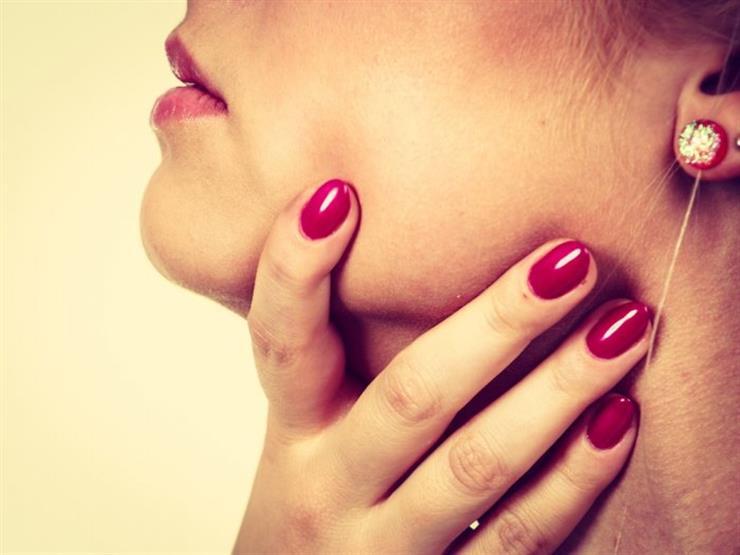 ما الفرق بين التهاب الحلق واللوزتين؟ طبيب يجيب