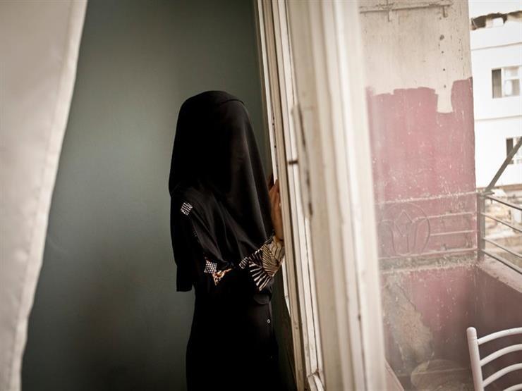 شيخ أزهري يرد على متصلة يجبرها زوجها على ارتداء النقاب