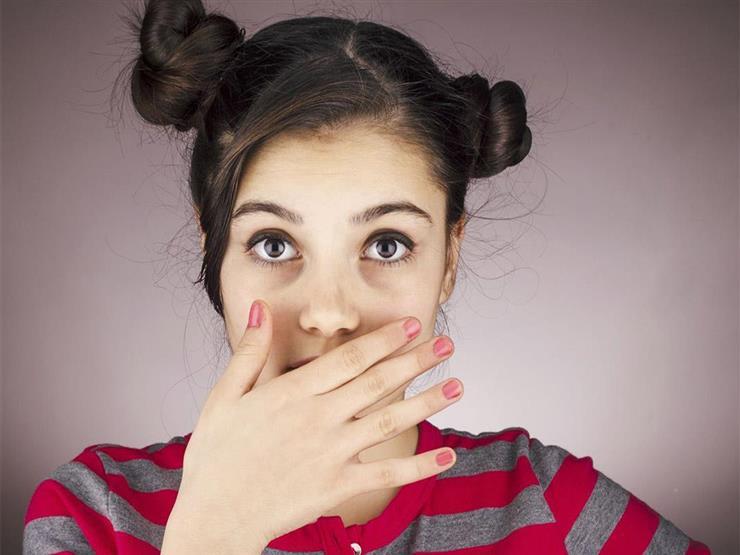 ما أسباب اسمرار منطقة حول الفم؟