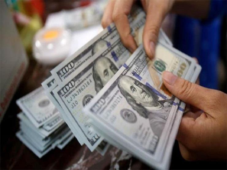 3 بنوك ترفع سعر الدولار أمام الجنيه في تعاملات المساء