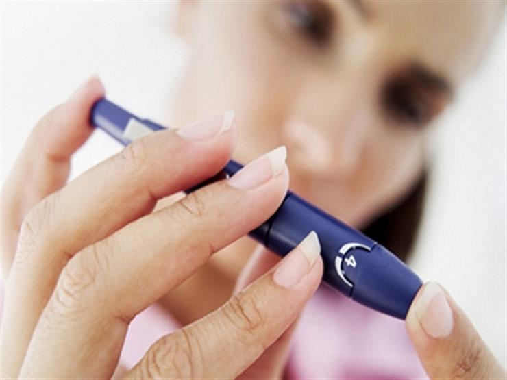 وداعًا للوخز بالإبر.. تطوير جهاز يقيس ويراقب السكر في الدم