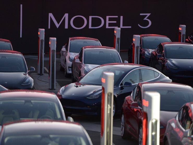 """نظام """"القيادة الآلي"""" يجبر تيسلا على وقف إنتاج سيارتها """"موديل 3"""""""