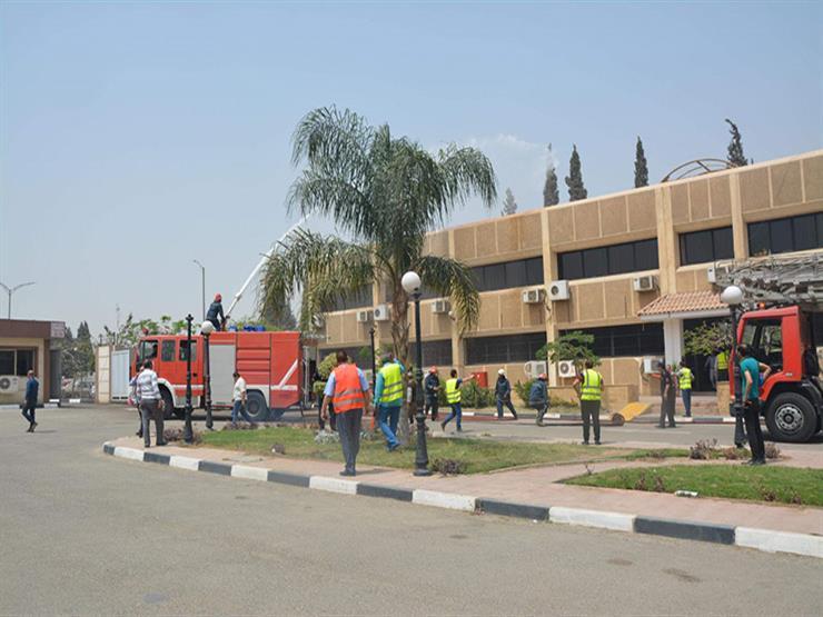 مطار القاهرة ينفذ تجربة طوارئ لإخلاء المبنى الإداري - صور