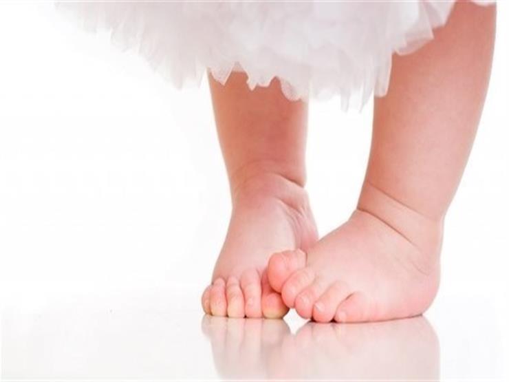 ما فائدة مشي الأطفال بأقدام حافية؟
