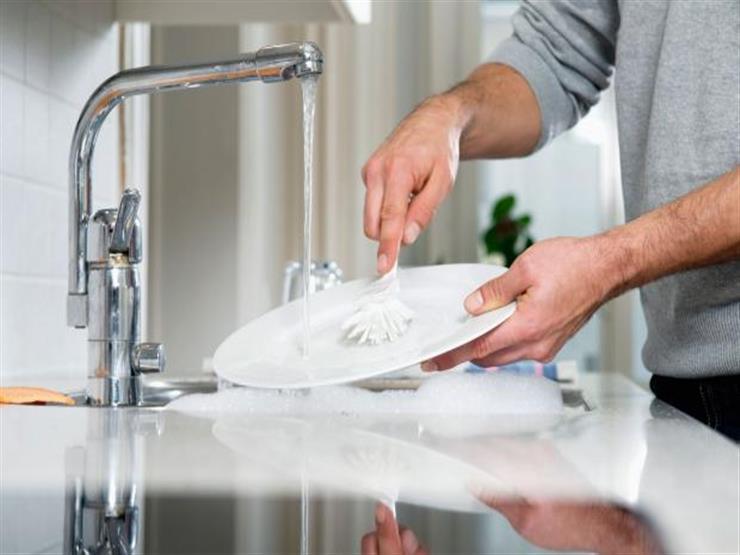 ماذا يحصل للرجال عند غسل الأواني والأطباق؟