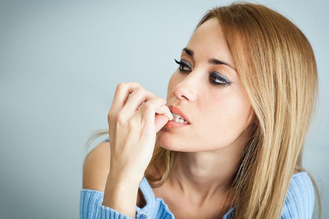 6 خطوات تساعدك على التوقف عن قضم أظافرك.. (انفوجراف)