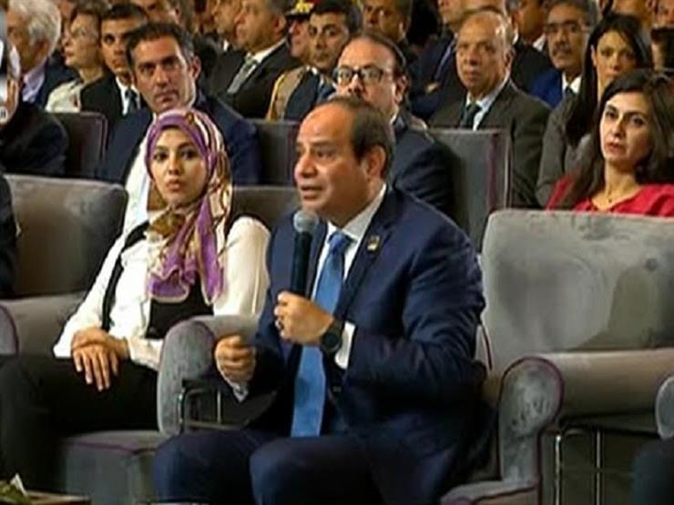 """السيسي يشاهد فيلم """"هنكمل الحكاية"""" بالمؤتمر الوطني الخامس للشباب"""