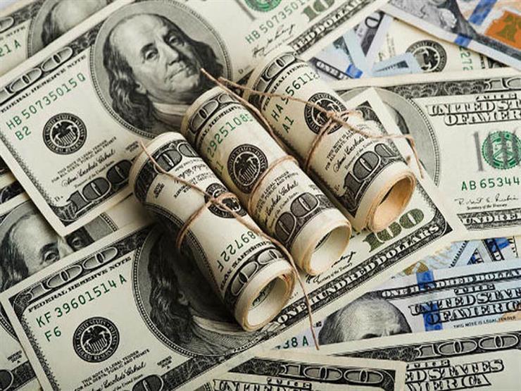 الدولار يقترب من 18 جنيها في البنوك بنهاية التعاملات