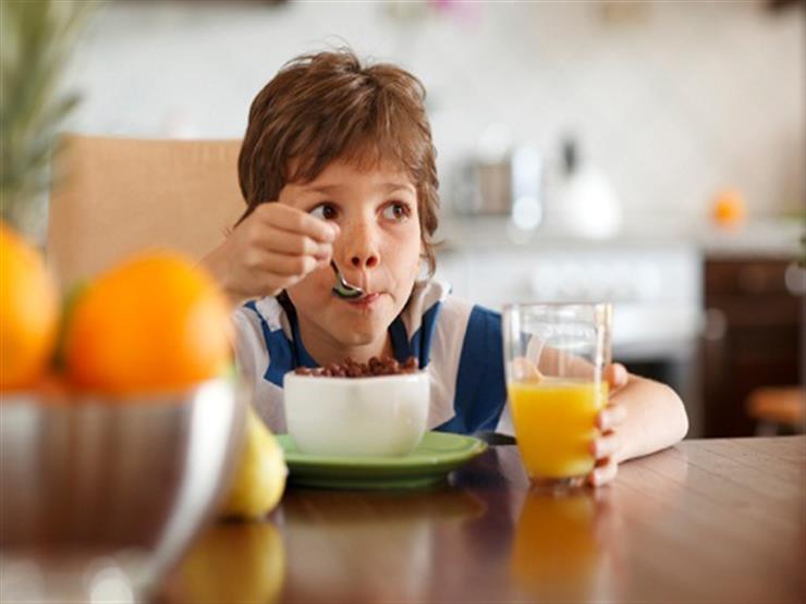 حتى لا يصاب طفلك بالسمنة.. إليكِ 6 نصائح لتغذية سليمة