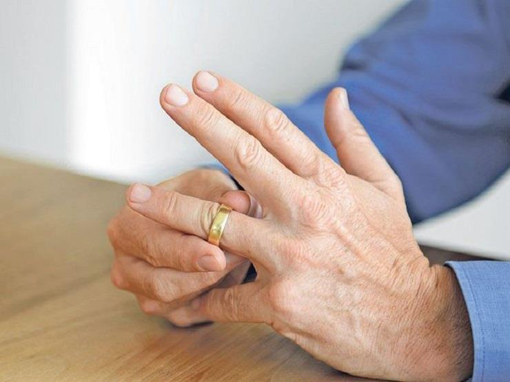 """هاني يطلب تطليق زوجته بسبب مذكراتها: """"سمّت ابننا على اسم حبيبها"""""""