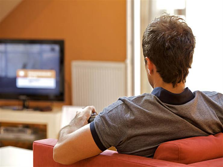 حكم مشاهدة اللقطات الخارجة بالأفلام والمسلسلات وتأثيرها على الصيام؟