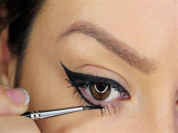 تعلمي حيل لرسم العينين باستخدام الماسكارا
