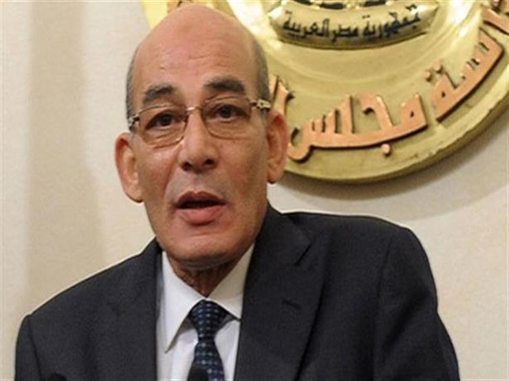 """وزير الزراعة السابق: مصطفى مدبولي اتصل بي وقال """"متشكرين"""""""