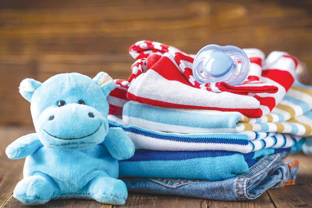 ملابس الرضع قد تسبب الاختناق.. انتبهي لهذه المعايير قبل الشراء