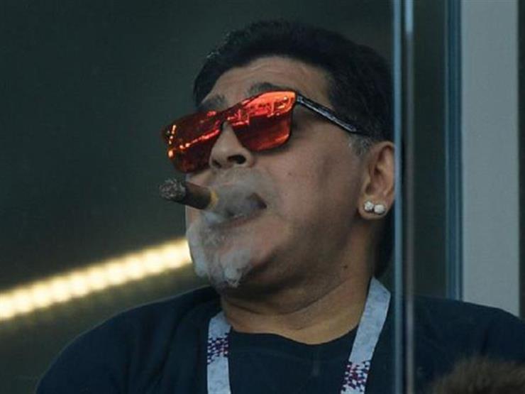 """مارادونا يعتذر عن """"التدخين"""" ويقول: ميسي هو السبب"""