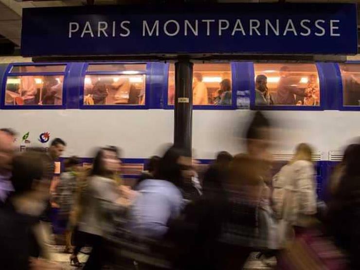 بعد أن ولد على متن قطار.. فرنسا تمنح رضيعًا تذكرة مجانًا لـ 25 عامًا
