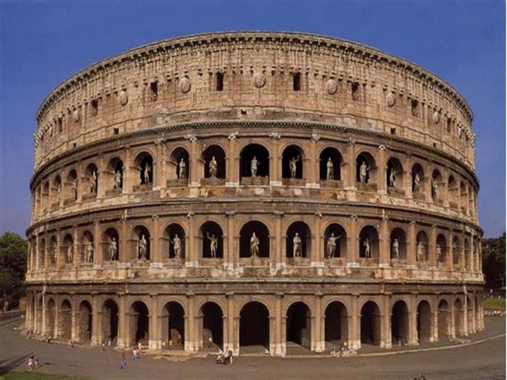 اعتقال سائح نمساوي حاول سرقة أحجار من مدرج (كولوسيوم) التاريخي في روما