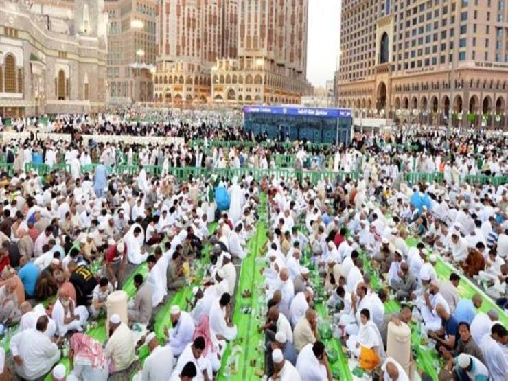 من فطّرهم له مثل أجورهم .. مبادرة لإفطار 20 ألف صائم بالحرم