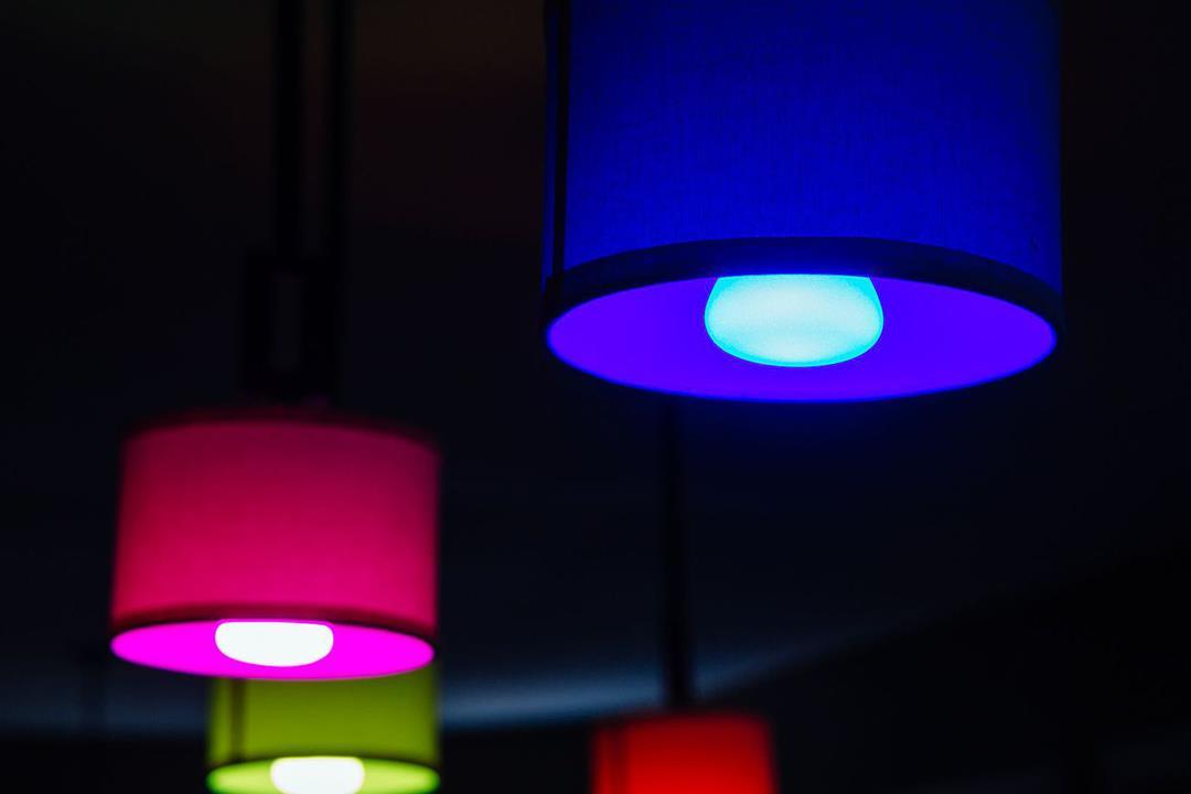 ما العلاقة بين لون الأضواء وحالتك النفسية؟
