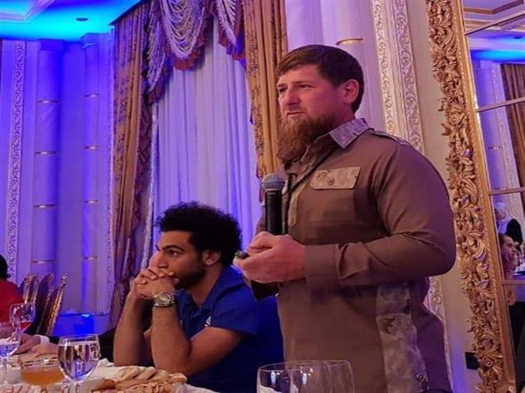 الرئيس الشيشاني يهدي محمد صلاح حق المواطنة الشيشانية