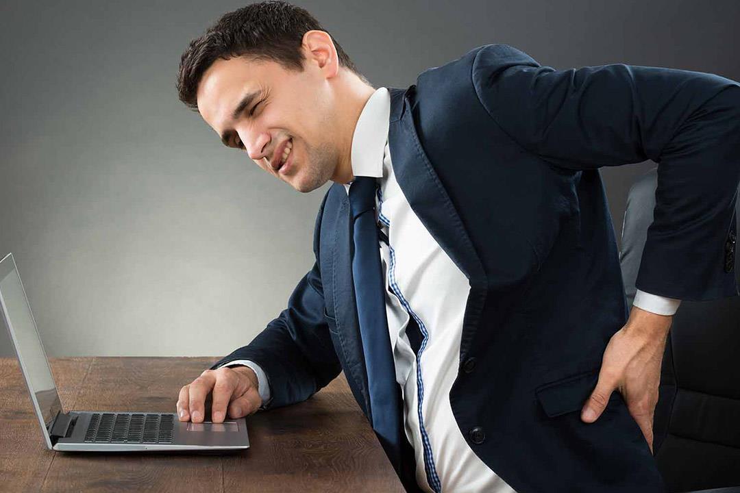 عادات خاطئة تسبب آلام المفاصل والعمود الفقري