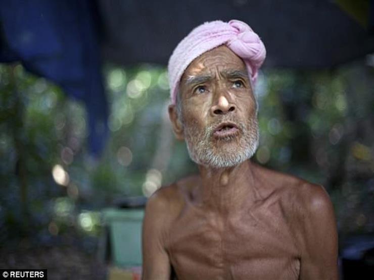 """""""الراهب العاري"""".. يعيش وحيدا علي جزيرة منذ 30 عاماً ويعتمد علي مياه المطر"""