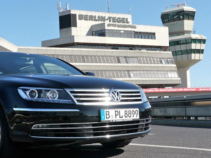 """لهذا السبب.. """"فولكس فاجن"""" تضطر لركن سياراتها في مطار برلين"""
