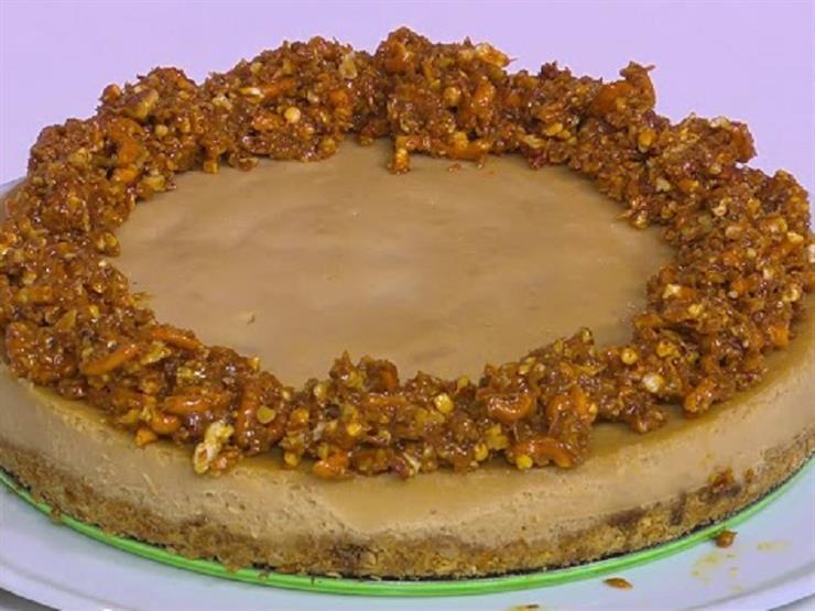 """وصفة سهلة لـ""""حلوى تشيز كيك البريتزل وزبدة الفول السوداني"""" – فيديو"""