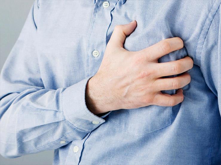 """بعد وفاة اللاعب """"فاروق بنزيما""""..  كيف تُسعف مصابًا بأزمة قلبية مفاجئة؟"""