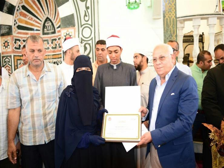 بالصور- محافظ بورسعيد يوزع جوائز مسابقة القرآن الكريم...مصراوى