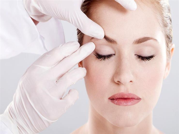 كيف تتخلص من الخطوط الرفيعة في الجبهة وحول العينين؟